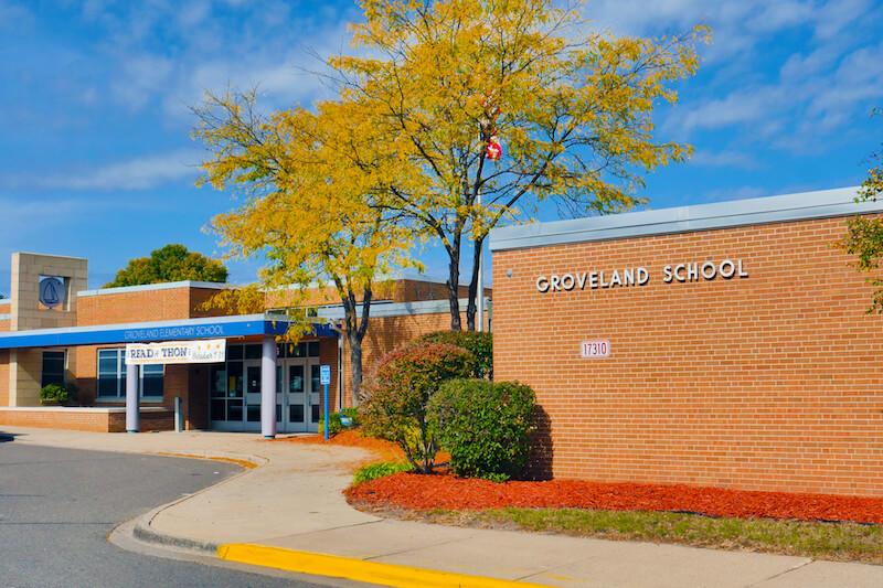 Entrance to Groveland Elementary School in Minnetonka