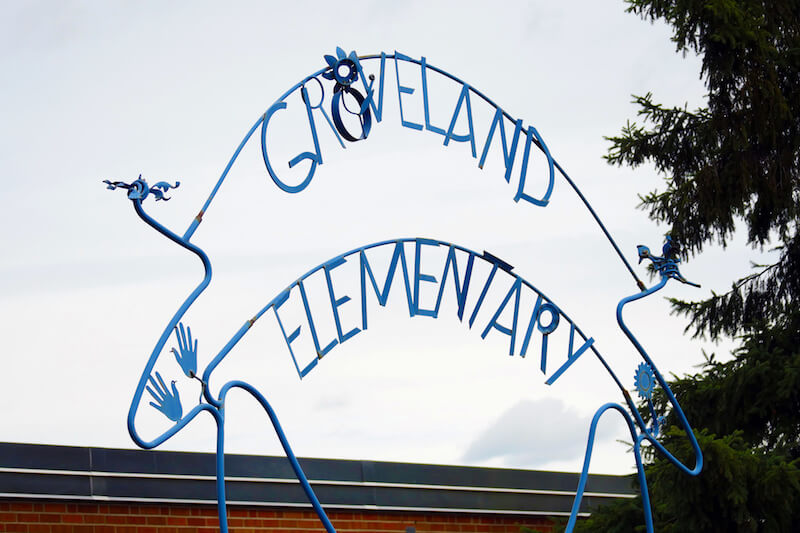 Sign of Groveland Elementary School in Minnetonka