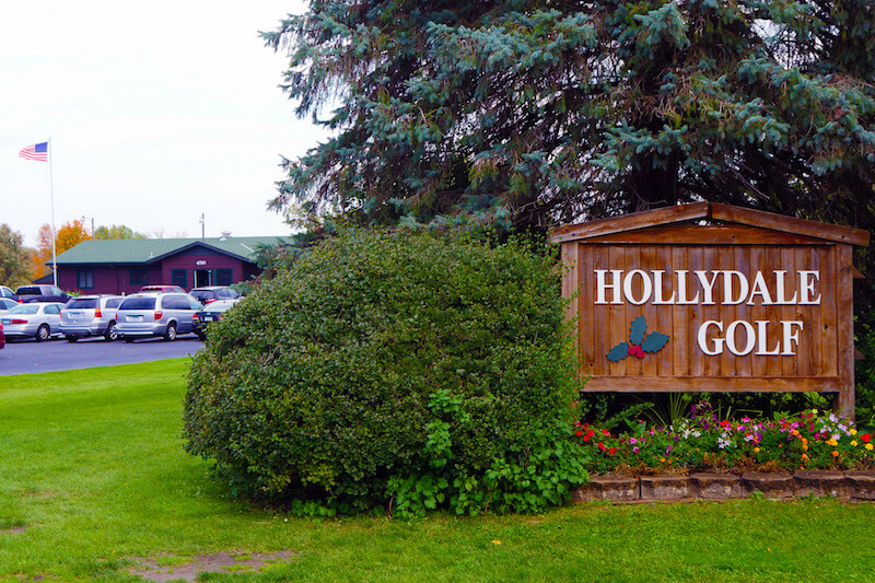 Hollydale Golf Course sign in Plymouth, Minnesota