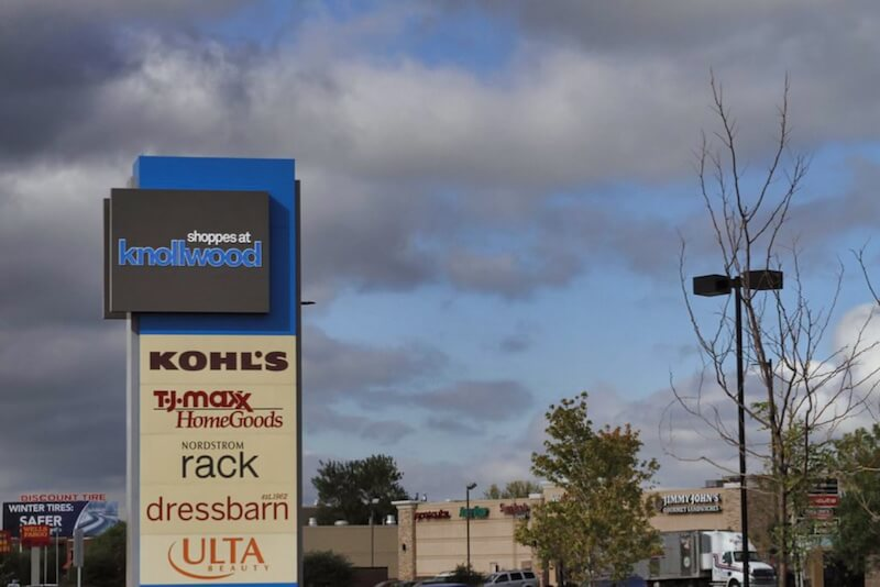 Sign of The Shoppes at Knollwood in Hopkins, Minnesota